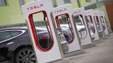 Tesla прави зарядни станции на Балканите, но пренебрегва България