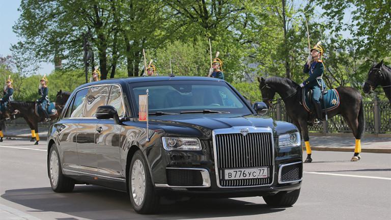 Путин се придвижи до Кремъл с новата луксозна лимузина